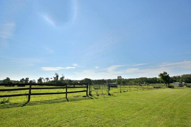 Farm at 1374 5th Concession Rd W, Hamilton, Ontario. Image 9