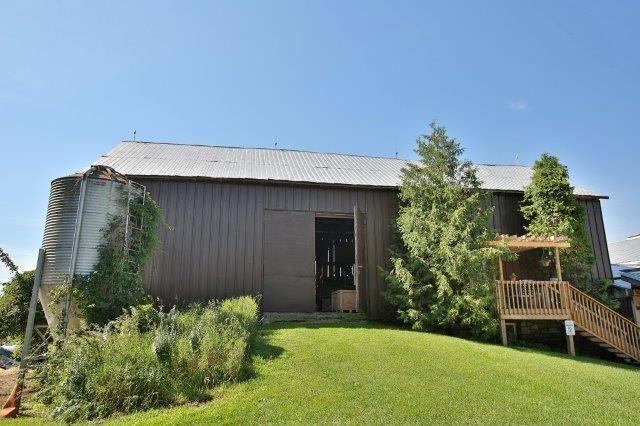 Farm at 1374 5th Concession Rd W, Hamilton, Ontario. Image 10