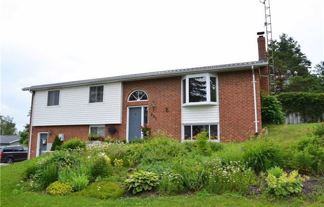 Detached at 251 John St, Kawartha Lakes, Ontario. Image 1