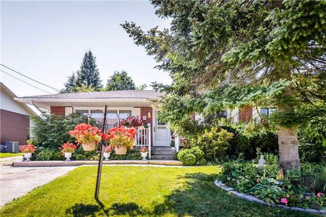 Detached at 7 Highland Rd, Centre Wellington, Ontario. Image 1
