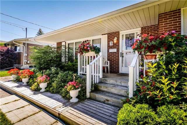 Detached at 7 Highland Rd, Centre Wellington, Ontario. Image 12