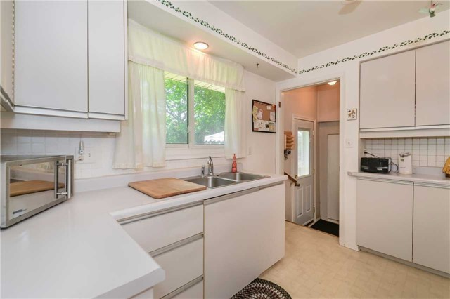Detached at 7 Highland Rd, Centre Wellington, Ontario. Image 2
