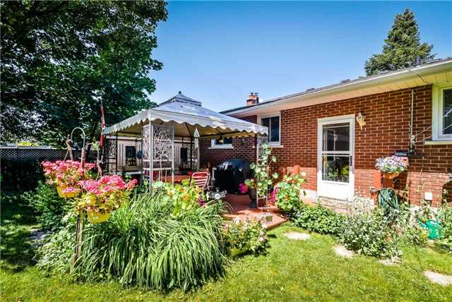 Detached at 7 Highland Rd, Centre Wellington, Ontario. Image 11