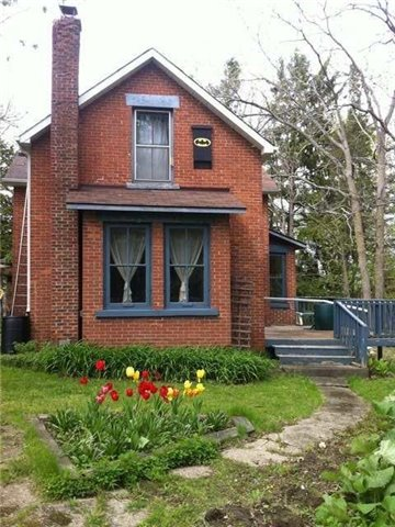 Detached at 690 27th St W, Owen Sound, Ontario. Image 14