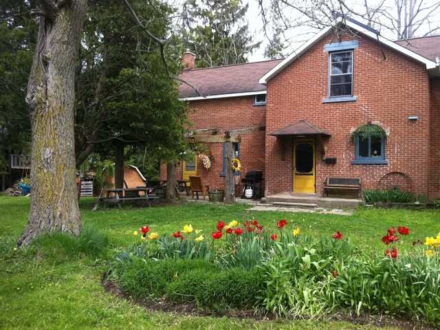 Detached at 690 27th St W, Owen Sound, Ontario. Image 15