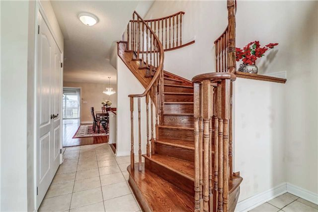 Detached at 19 Fred Fisher Cres, St. Catharines, Ontario. Image 15