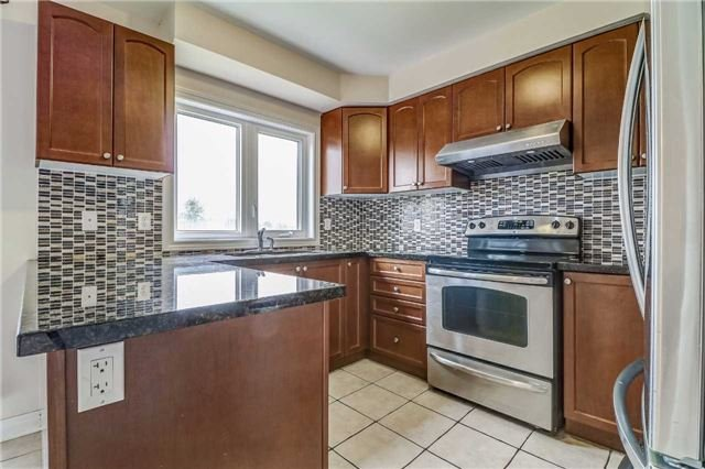 Detached at 19 Fred Fisher Cres, St. Catharines, Ontario. Image 18