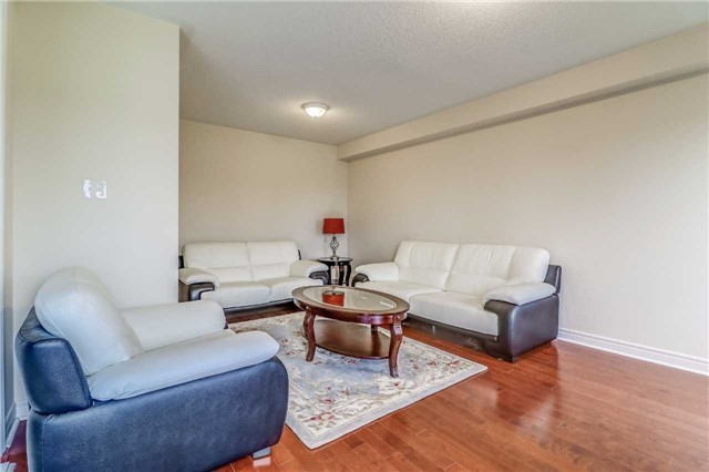 Detached at 19 Fred Fisher Cres, St. Catharines, Ontario. Image 19