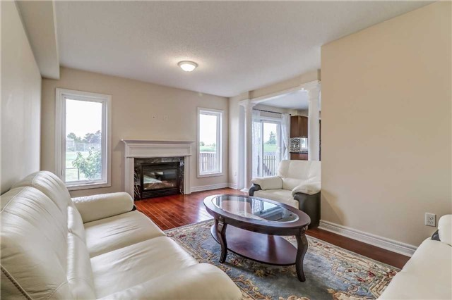 Detached at 19 Fred Fisher Cres, St. Catharines, Ontario. Image 2