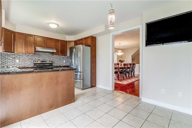 Detached at 19 Fred Fisher Cres, St. Catharines, Ontario. Image 3