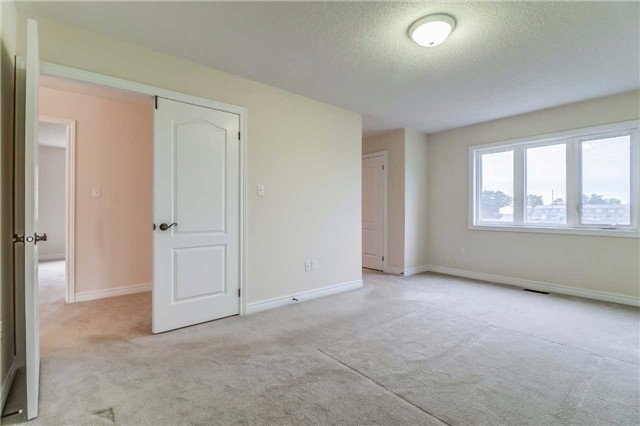 Detached at 19 Fred Fisher Cres, St. Catharines, Ontario. Image 6