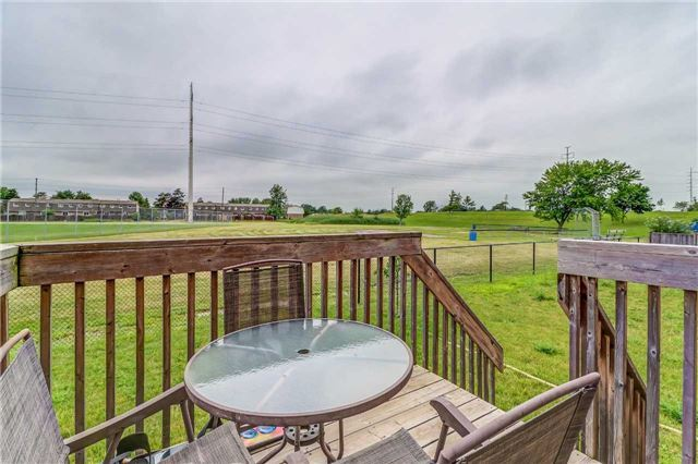 Detached at 19 Fred Fisher Cres, St. Catharines, Ontario. Image 11