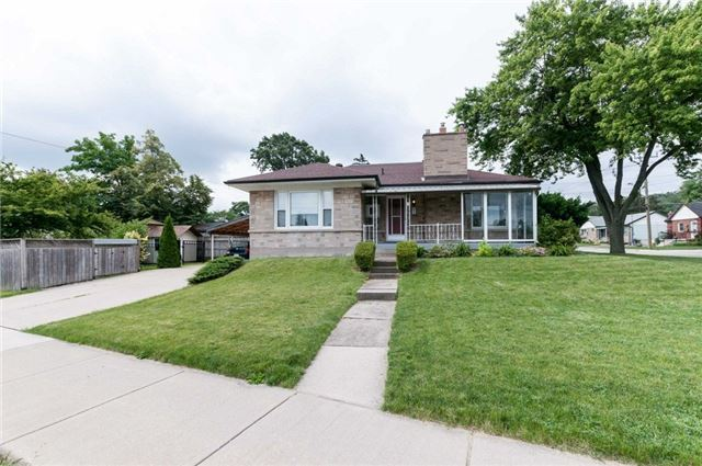 Detached at 100 Dunkirk Dr, Hamilton, Ontario. Image 14