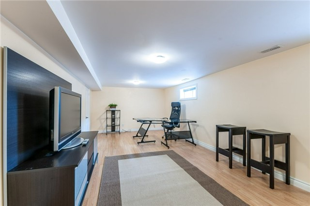 Detached at 100 Dunkirk Dr, Hamilton, Ontario. Image 6