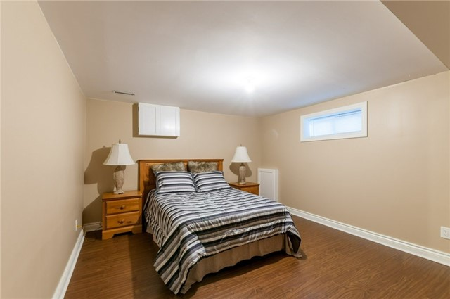 Detached at 100 Dunkirk Dr, Hamilton, Ontario. Image 9