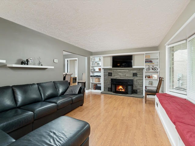Detached at 6 Summerfield Dr, Guelph, Ontario. Image 15