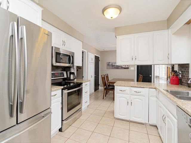 Detached at 6 Summerfield Dr, Guelph, Ontario. Image 18