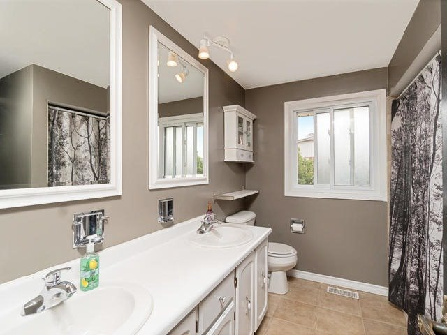 Detached at 6 Summerfield Dr, Guelph, Ontario. Image 6