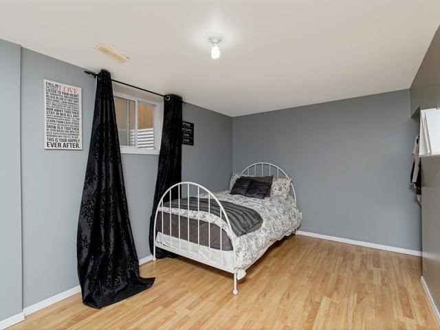 Detached at 6 Summerfield Dr, Guelph, Ontario. Image 10