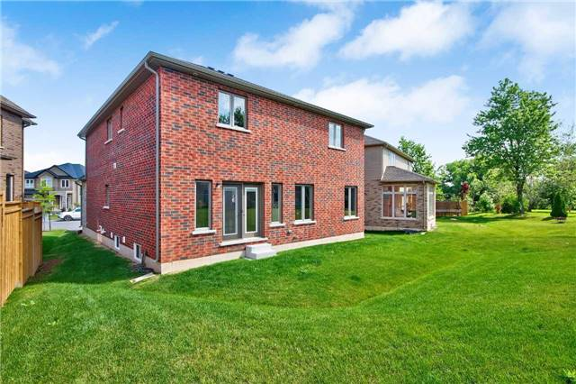 Detached at 25 Donland Ave, Grimsby, Ontario. Image 13