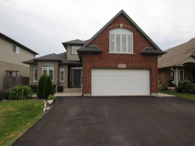 Detached at 8665 Westport Dr, Niagara Falls, Ontario. Image 1