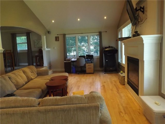 Detached at 1599 Canning Rd, Gravenhurst, Ontario. Image 10