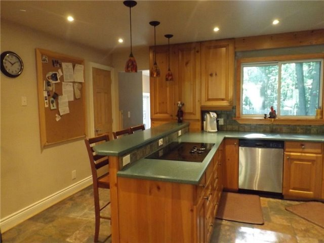 Detached at 1599 Canning Rd, Gravenhurst, Ontario. Image 14