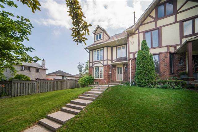 Townhouse at 17 Waterford Cres, Hamilton, Ontario. Image 1