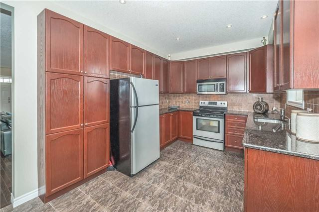 Detached at 27 Atto Dr, Guelph, Ontario. Image 17