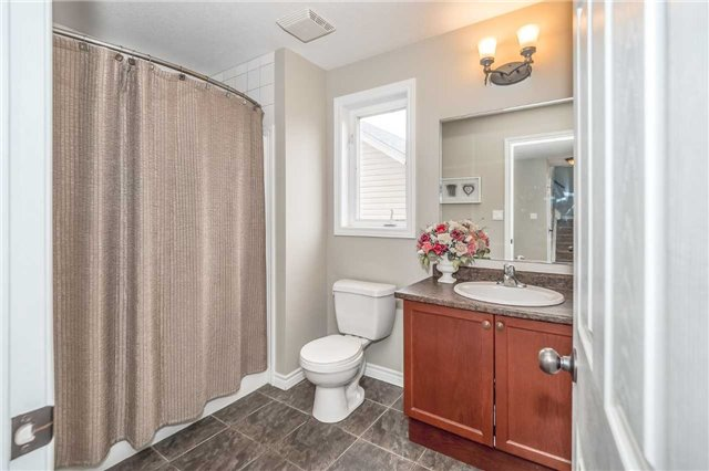 Detached at 27 Atto Dr, Guelph, Ontario. Image 5