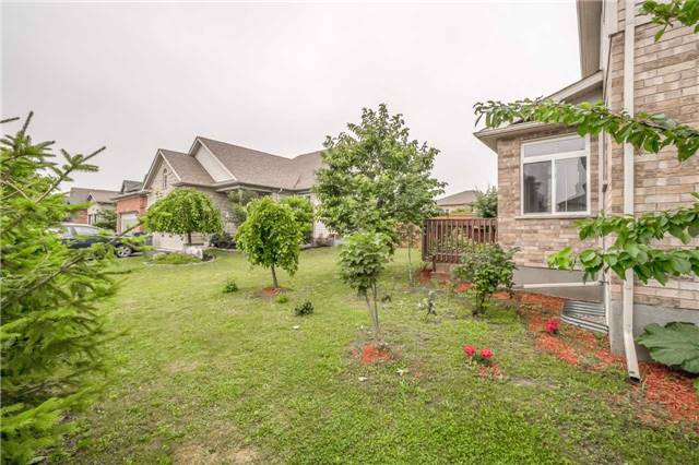 Detached at 27 Atto Dr, Guelph, Ontario. Image 13
