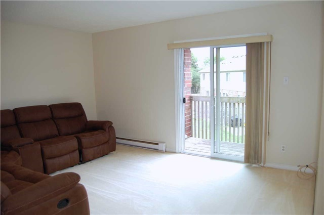 Condo Apartment at 565 Greenfield Ave, Unit 312, Kitchener, Ontario. Image 5