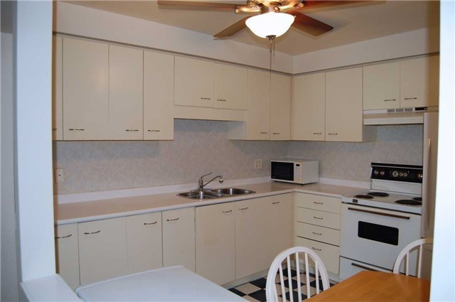 Condo Apartment at 565 Greenfield Ave, Unit 312, Kitchener, Ontario. Image 9