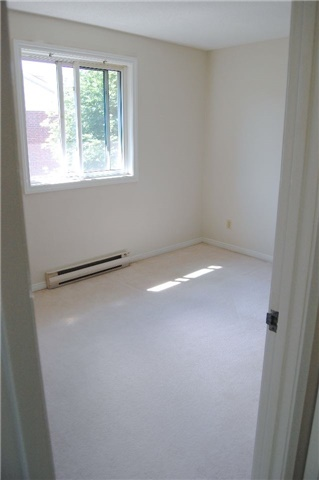 Condo Apartment at 565 Greenfield Ave, Unit 312, Kitchener, Ontario. Image 2