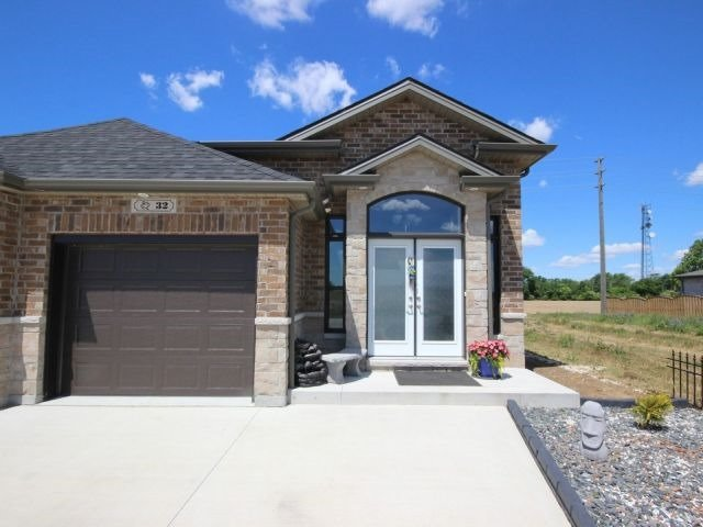 Semi-detached at 32 Hazel Cres, Kingsville, Ontario. Image 10