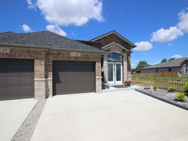Semi-detached at 32 Hazel Cres, Kingsville, Ontario. Image 11