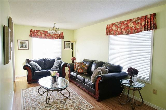 Townhouse at 79 Devine Cres, Thorold, Ontario. Image 3
