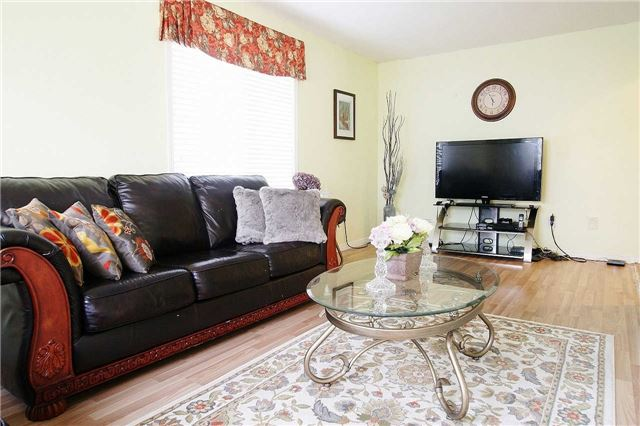 Townhouse at 79 Devine Cres, Thorold, Ontario. Image 4