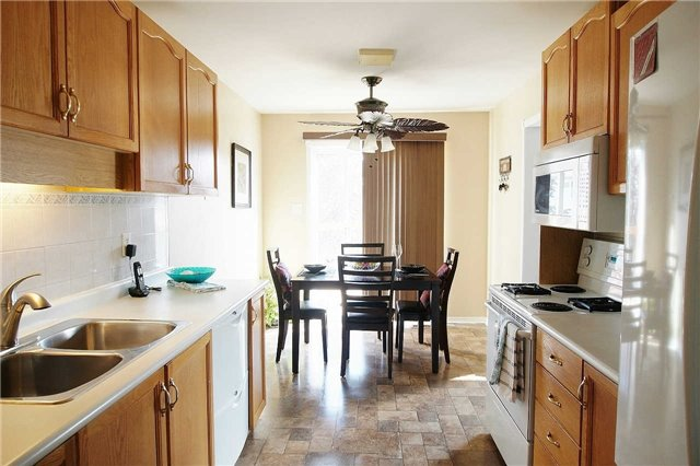 Townhouse at 79 Devine Cres, Thorold, Ontario. Image 5