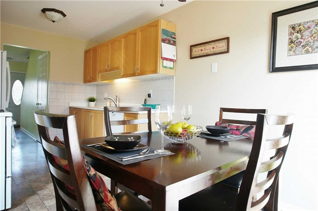 Townhouse at 79 Devine Cres, Thorold, Ontario. Image 6