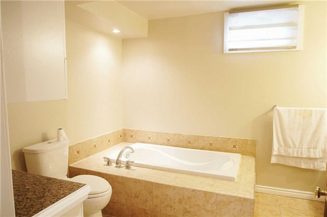 Townhouse at 79 Devine Cres, Thorold, Ontario. Image 8