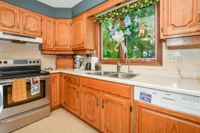 Detached at 644 Black Forest  Pl, Waterloo, Ontario. Image 2