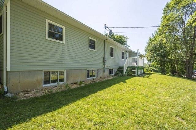 Detached at 9 Philip St N, Prince Edward County, Ontario. Image 11