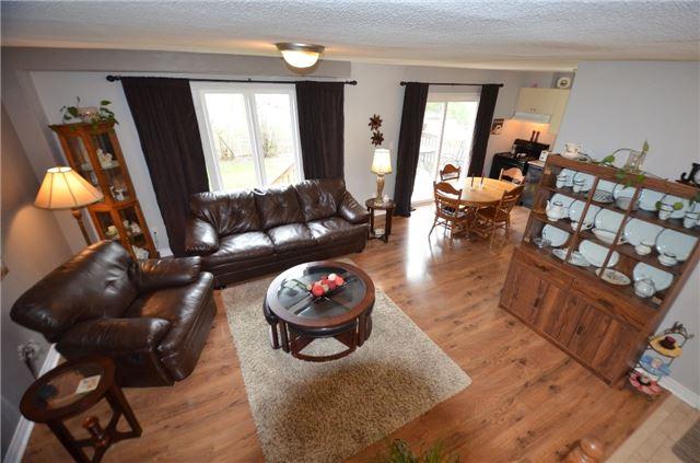 Townhouse at 24 Fallingbrook Cres, Kawartha Lakes, Ontario. Image 19