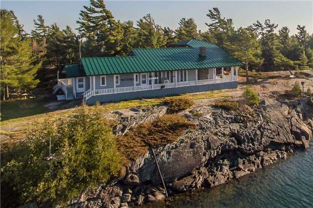 Cottage at D207 Bigwood Island, Parry Sound Remote Area, Ontario. Image 16