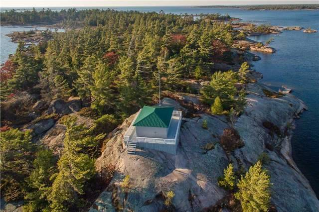 Cottage at D207 Bigwood Island, Parry Sound Remote Area, Ontario. Image 2