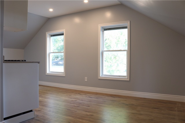 Triplex at 376 Glendale  Ave, St. Catharines, Ontario. Image 4