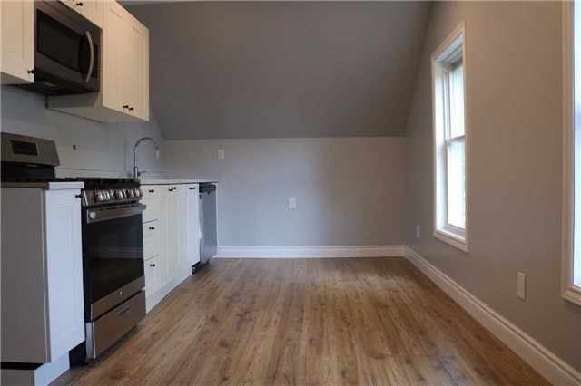 Triplex at 376 Glendale  Ave, St. Catharines, Ontario. Image 5