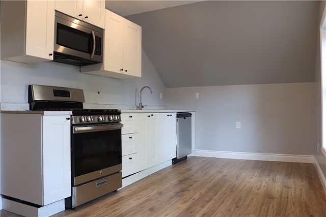Triplex at 376 Glendale  Ave, St. Catharines, Ontario. Image 6