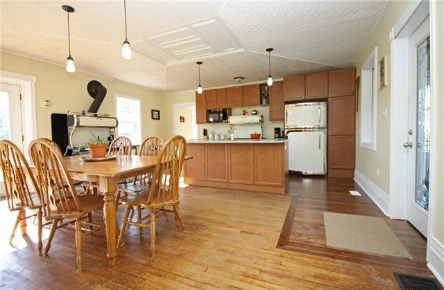Rural Residence at 280 Fallis Line Line, Cavan Monaghan, Ontario. Image 17